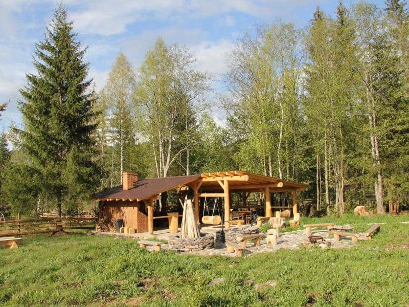 Poza-din-Exteriorul-Casei-Lus